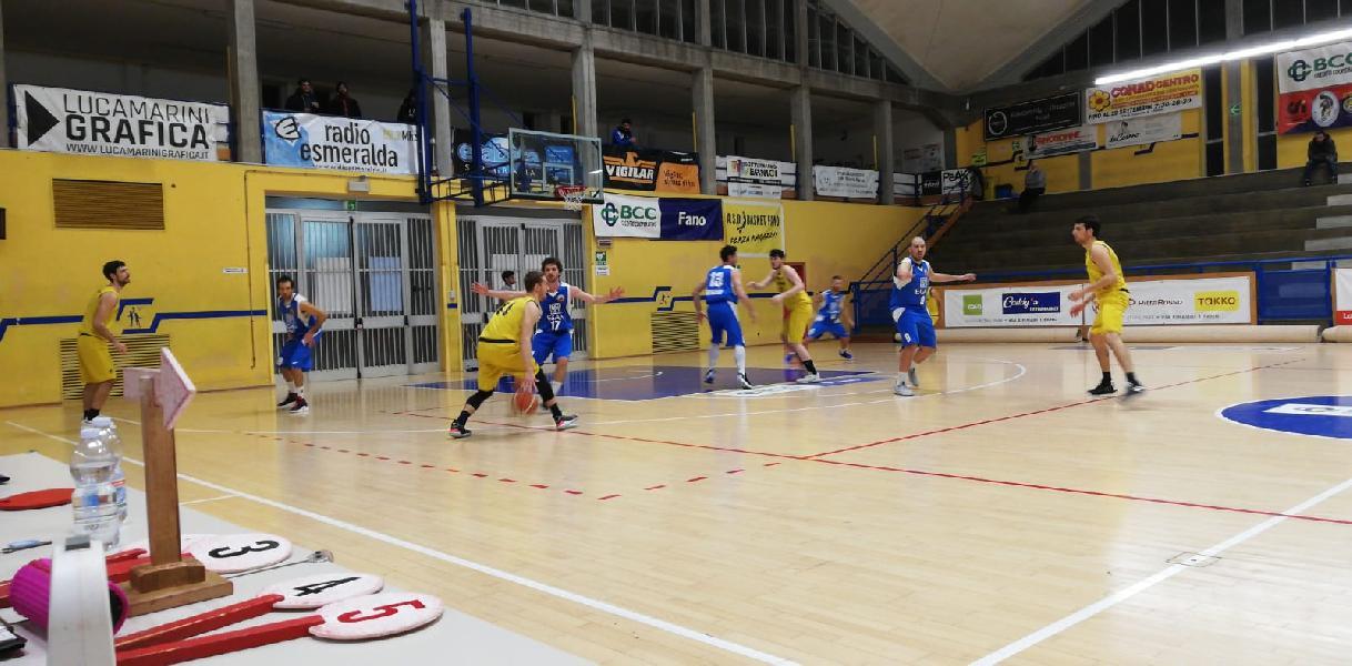 https://www.basketmarche.it/immagini_articoli/23-03-2019/basket-fanum-ferma-corsa-montemarciano-continua-sperare-playoff-600.jpg