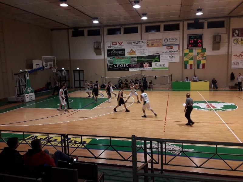 https://www.basketmarche.it/immagini_articoli/23-03-2019/basket-vadese-regola-volata-adriatica-trashmen-pesaro-600.jpg