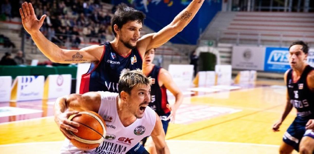 https://www.basketmarche.it/immagini_articoli/23-03-2019/ecco-derby-civitanova-ancona-palio-punti-decisivi-corsa-playoff-600.jpg