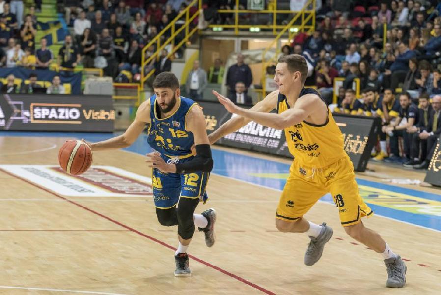 https://www.basketmarche.it/immagini_articoli/23-03-2019/esame-grande-poderosa-montegranaro-palasavelli-arriva-scaligera-verona-600.jpg