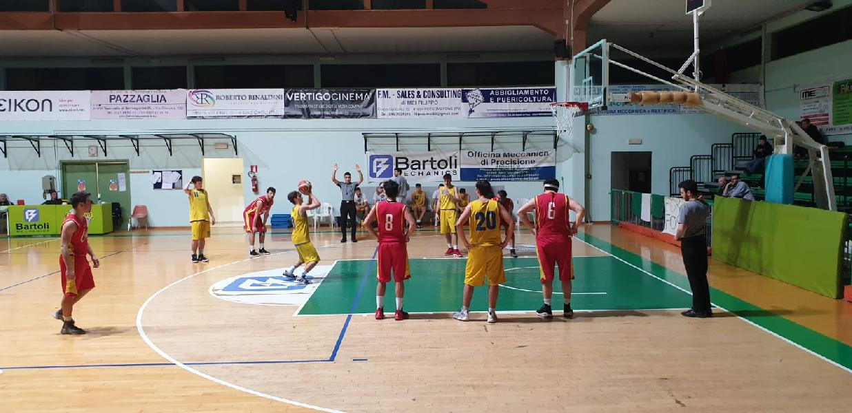 https://www.basketmarche.it/immagini_articoli/23-03-2019/pettinari-fossombrone-vince-scontro-diretto-basket-cagli-600.jpg