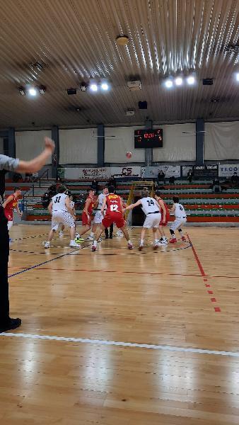 https://www.basketmarche.it/immagini_articoli/23-04-2021/eccellenza-pesaro-allunga-secondo-tempo-espugna-campo-falconara-basket-600.jpg