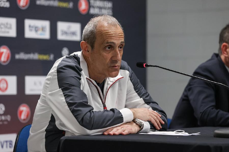 https://www.basketmarche.it/immagini_articoli/23-04-2021/milano-coach-messina-primo-tempo-stato-eccellente-difesa-rimbalzi-hanno-dato-vittoria-600.jpg