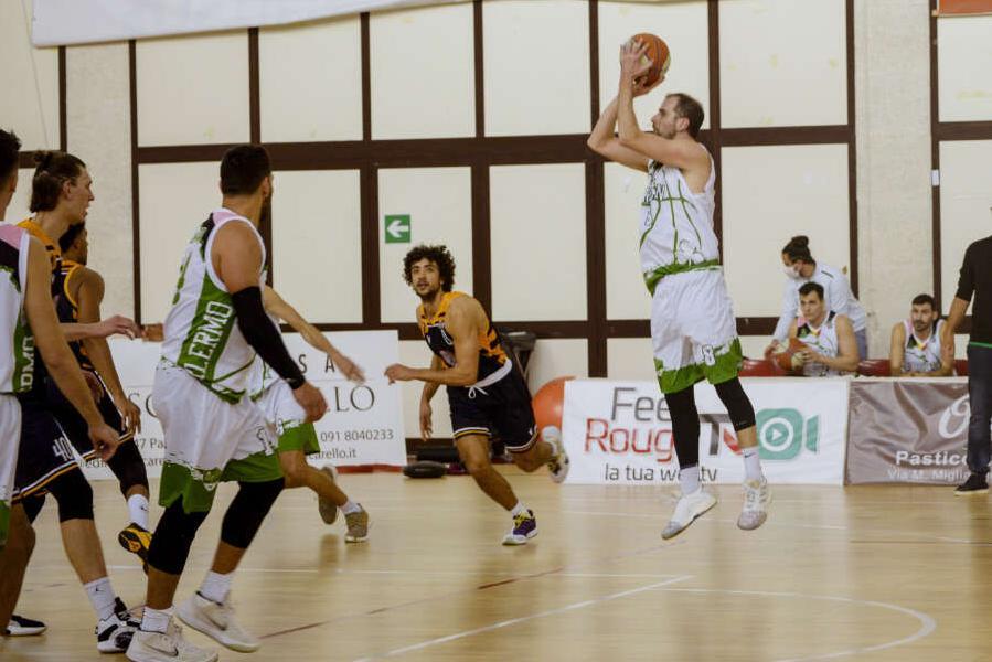 https://www.basketmarche.it/immagini_articoli/23-04-2021/ufficiale-janus-fabriano-annuncia-ritorno-santiago-boffelli-600.jpg