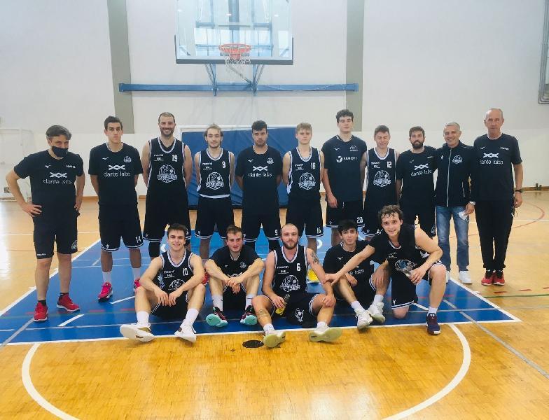 https://www.basketmarche.it/immagini_articoli/23-05-2021/basket-aquilano-conquista-prima-vittoria-stagionale-600.jpg