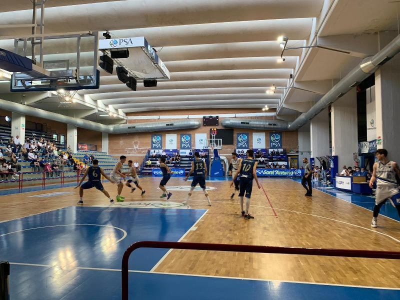 https://www.basketmarche.it/immagini_articoli/23-05-2021/playoff-janus-fabriano-sbanca-ancora-sant-antimo-conquista-semifinale-600.jpg