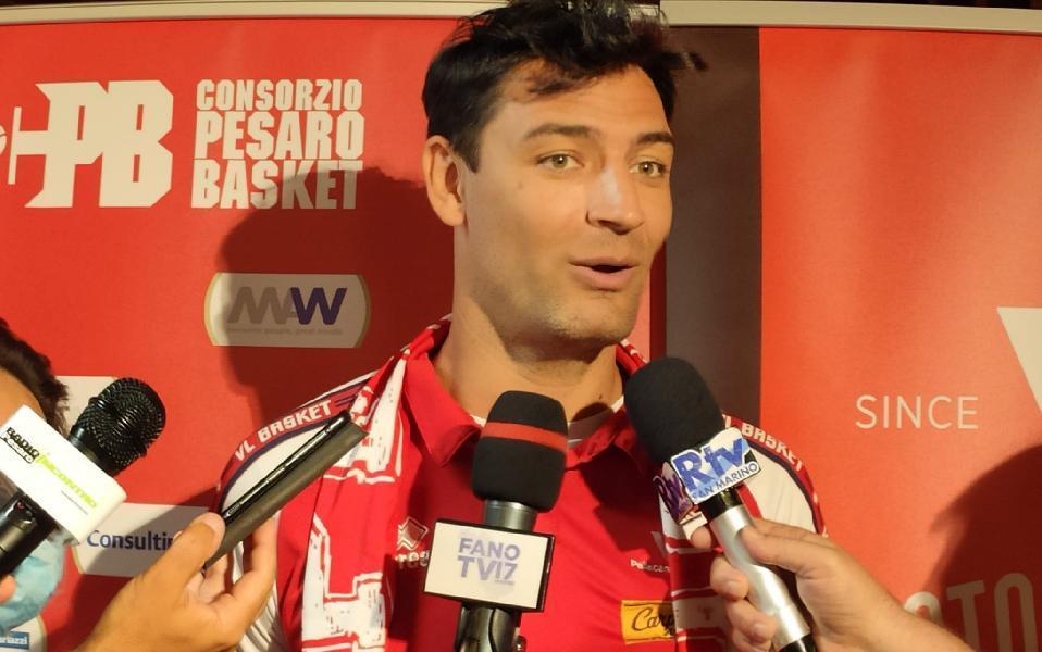 https://www.basketmarche.it/immagini_articoli/23-06-2021/pesaro-rinnovo-contratto-biennale-arrivo-carlos-delfino-600.jpg