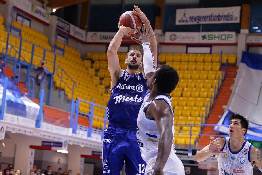 https://www.basketmarche.it/immagini_articoli/23-06-2021/ufficiale-pallacanestro-trieste-annuncia-conferma-marcos-delia-600.jpg