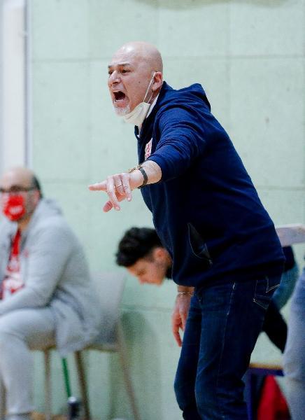 https://www.basketmarche.it/immagini_articoli/23-06-2021/ufficiale-piero-coen-allenatore-campetto-ancona-600.jpg