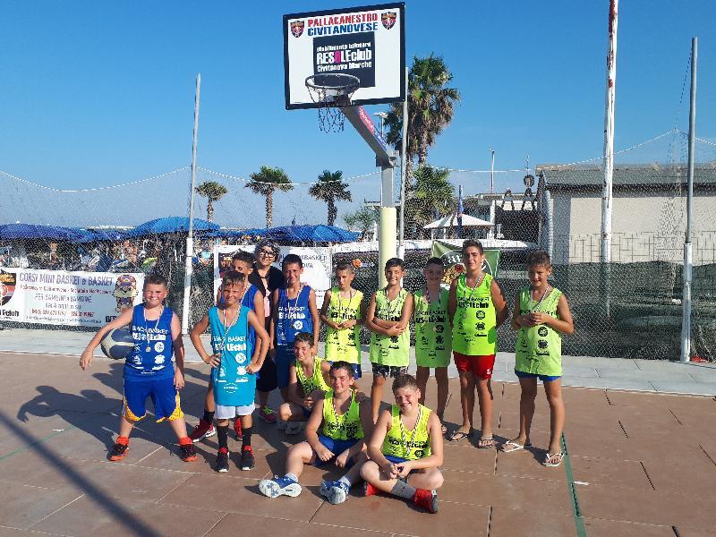 https://www.basketmarche.it/immagini_articoli/23-07-2019/giuseppe-squad-vincono-sesto-torneo-estivo-beach-basket-resole-civitanova-600.jpg