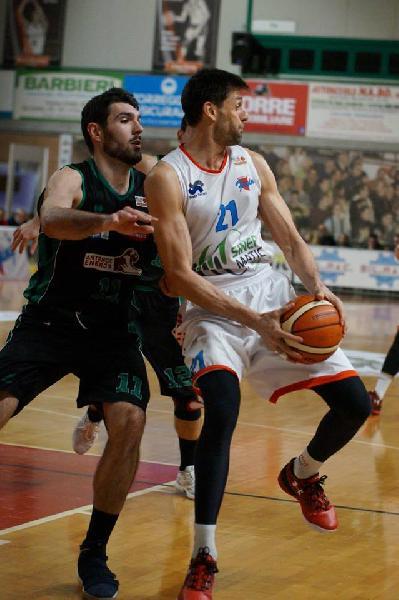 https://www.basketmarche.it/immagini_articoli/23-07-2019/ufficiale-flying-balls-ozzano-confermano-luigi-dordei-600.jpg