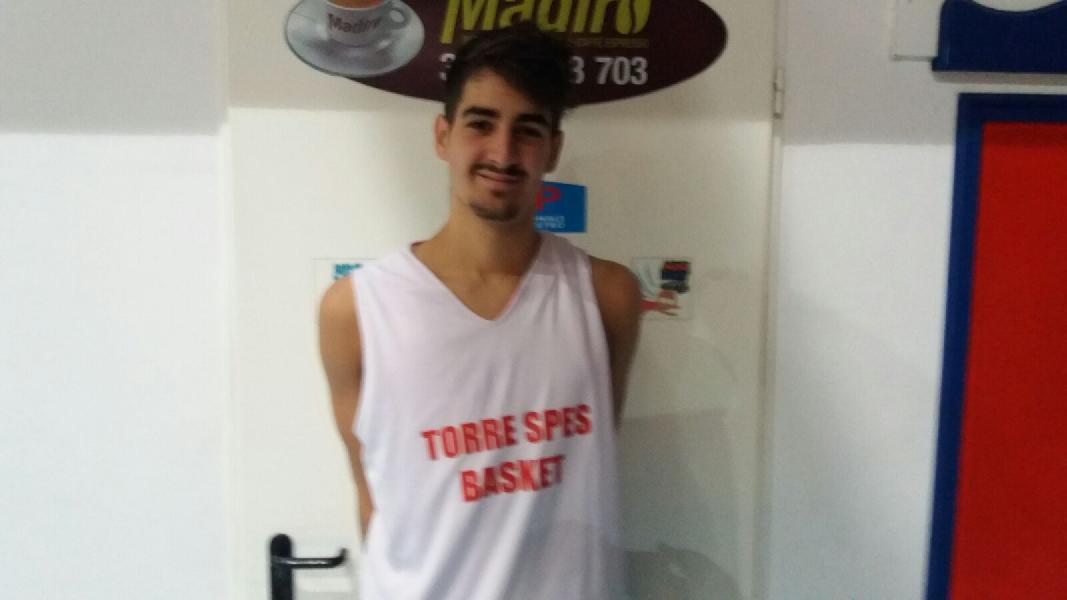 https://www.basketmarche.it/immagini_articoli/23-07-2019/ufficiale-torre-spes-torre-passeri-firma-yuri-cinque-600.jpg
