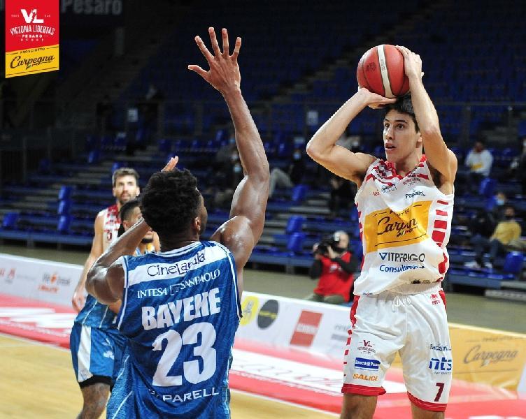 https://www.basketmarche.it/immagini_articoli/23-07-2021/pesaro-lorenzo-calbini-cambio-playmaker-titolare-600.jpg