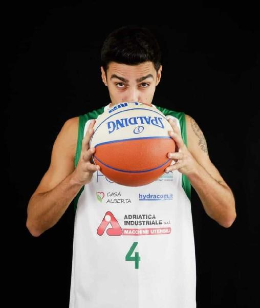 https://www.basketmarche.it/immagini_articoli/23-07-2021/primo-botto-mercato-basket-corato-ufficiale-ritorno-play-mauro-stella-600.jpg
