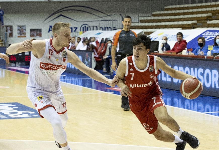 https://www.basketmarche.it/immagini_articoli/23-07-2021/primo-squillo-basket-ravenna-ufficiale-arrivo-trieste-andrea-arnaldo-600.jpg