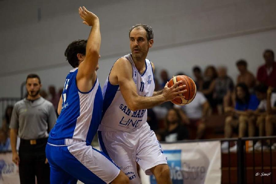 https://www.basketmarche.it/immagini_articoli/23-08-2021/ufficiale-titano-marino-andrea-raschi-insieme-anche-prossima-stagione-600.jpg