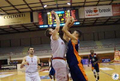 https://www.basketmarche.it/immagini_articoli/23-09-2017/serie-a2-torneo-il-mare-nel-canestro-forlì-supera-l-aurora-jesi-e-va-in-finale-270.jpg
