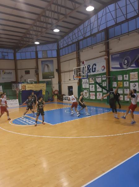 https://www.basketmarche.it/immagini_articoli/23-09-2021/indicazioni-positive-amatori-pescara-test-amichevole-campo-magic-basket-chieti-600.jpg