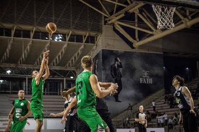 https://www.basketmarche.it/immagini_articoli/23-10-2017/serie-c-silver-il-campetto-ancona-non-fa-sconti-falconara-battuta-e-quarta-vittoria-consecutiva-270.jpg
