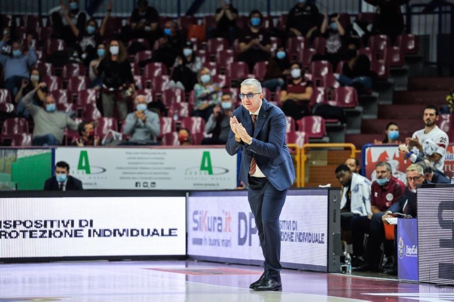 https://www.basketmarche.it/immagini_articoli/23-10-2020/venezia-coach-raffaele-andiamo-sassari-diversi-problemi-solo-domenica-sapr-disponibile-600.jpg