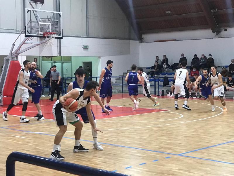 https://www.basketmarche.it/immagini_articoli/23-10-2021/bartoli-mechanics-vince-nettamente-derby-campo-pallacanestro-acqualagna-600.jpg