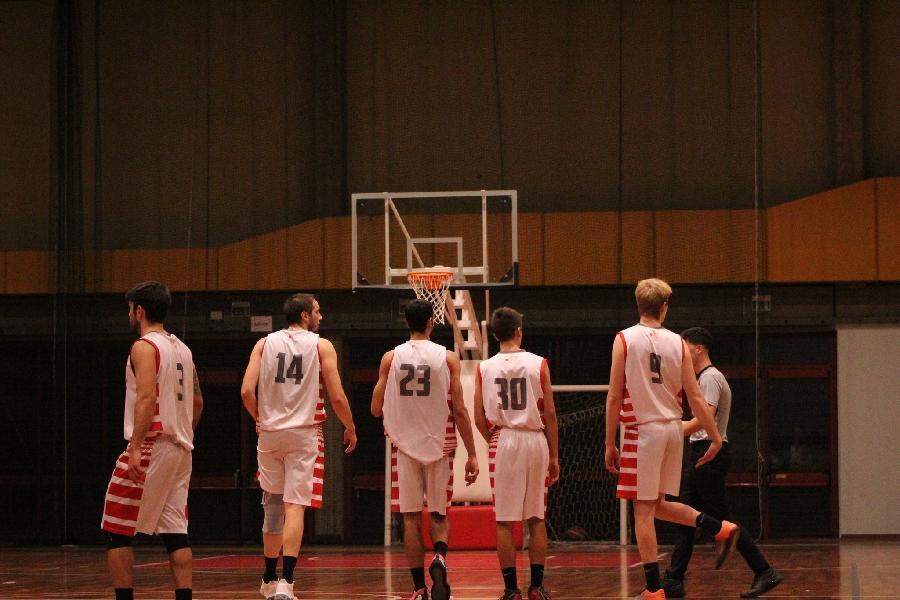 https://www.basketmarche.it/immagini_articoli/23-10-2021/basket-tolentino-coach-palmioli-siamo-allenati-forte-campo-aspetto-reazione-600.jpg
