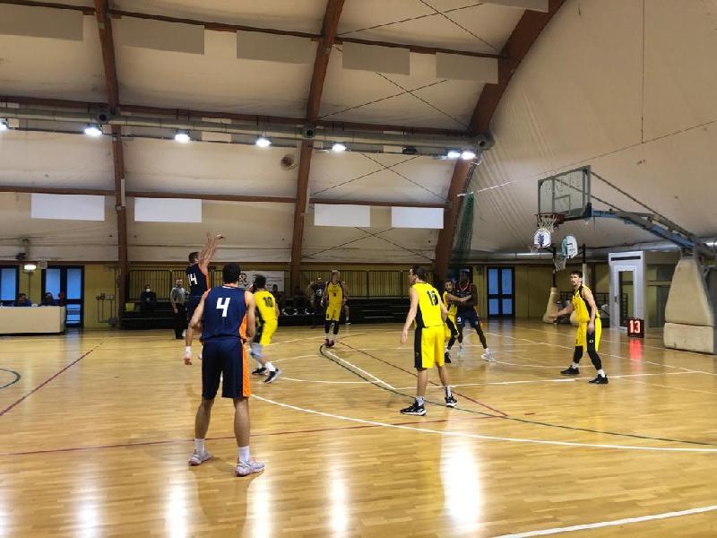 https://www.basketmarche.it/immagini_articoli/23-10-2021/convincente-vittoria-loreto-pesaro-aurora-jesi-600.jpg