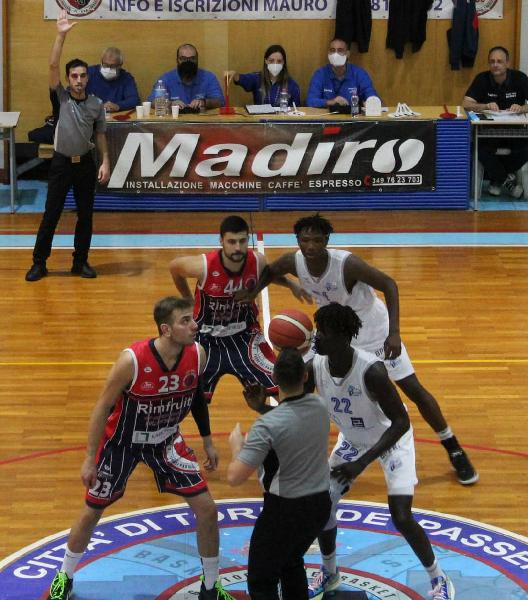 https://www.basketmarche.it/immagini_articoli/23-10-2021/torre-spes-esordio-vittoria-pescara-600.jpg