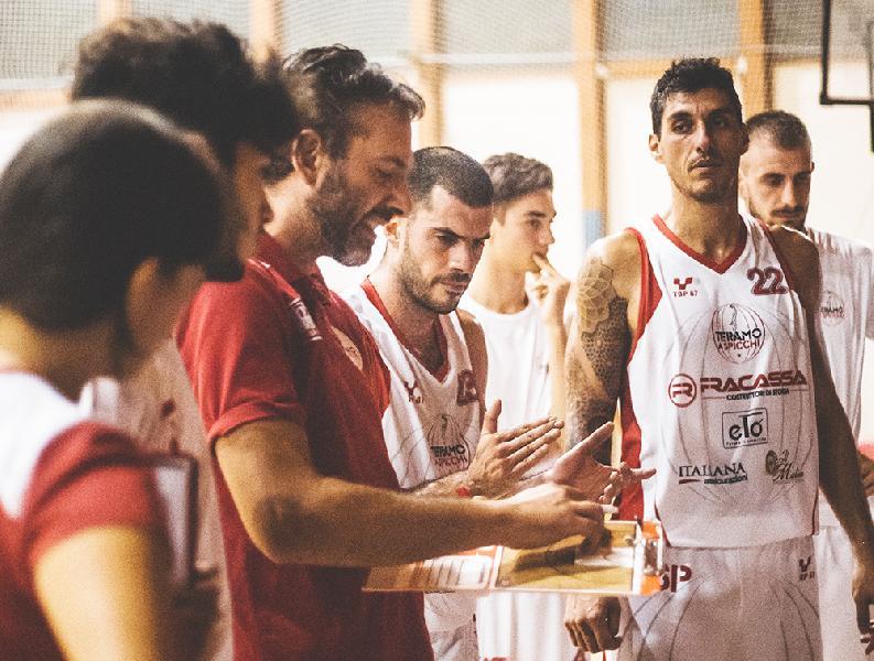 https://www.basketmarche.it/immagini_articoli/23-11-2018/teramo-spicchi-coach-stirpe-arriviamo-match-pineto-tanta-fiducia-600.jpg