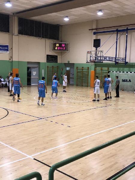 https://www.basketmarche.it/immagini_articoli/23-11-2019/arriva-cinquina-senigallia-basket-2020-espugnata-osimo-imbattibilit-mantenuta-600.jpg