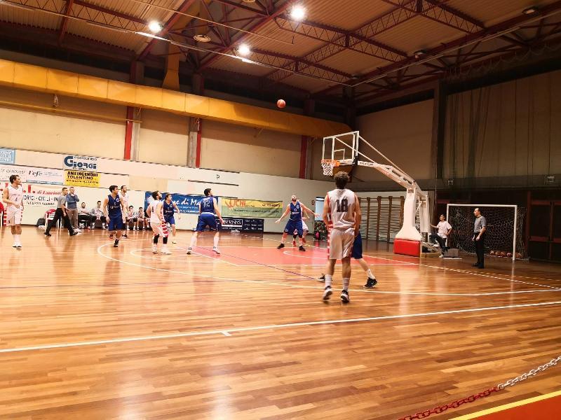 https://www.basketmarche.it/immagini_articoli/23-11-2019/bartoli-mechanics-espugna-campo-basket-tolentino-dopo-supplementare-600.jpg