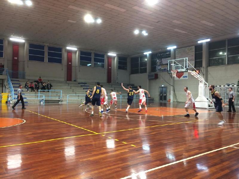https://www.basketmarche.it/immagini_articoli/23-11-2019/leone-ricci-chiaravalle-supera-castelfidardo-600.jpg