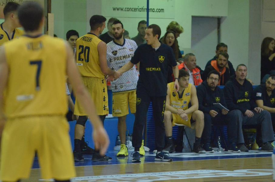 https://www.basketmarche.it/immagini_articoli/23-11-2019/sutor-montegranaro-coach-ciarpella-dobbiamo-andare-teramo-facce-giuste-aspetta-battaglia-600.jpg