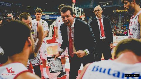https://www.basketmarche.it/immagini_articoli/23-12-2017/serie-a-la-vuelle-pesaro-in-trasferta-a-cantù-le-parole-di-coach-spiro-leka-270.jpg