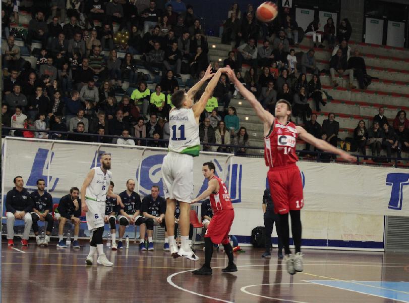 https://www.basketmarche.it/immagini_articoli/23-12-2018/basket-foligno-chiude-2018-girone-andata-trasferta-fossombrone-600.png