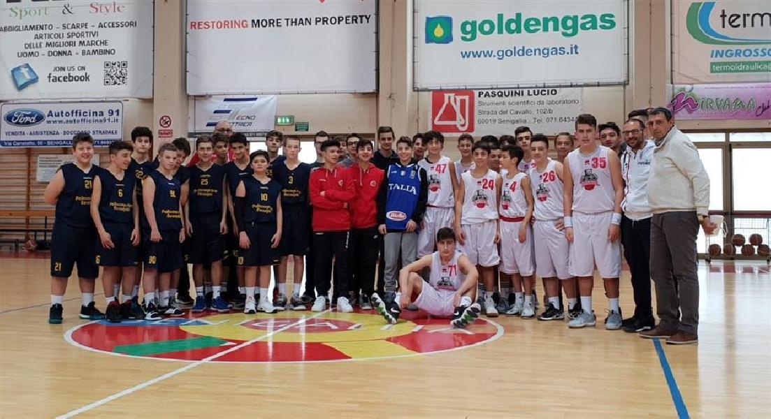 https://www.basketmarche.it/immagini_articoli/23-12-2018/maglia-nazionale-donata-thomas-renzi-coinvolto-tragedia-corinaldo-600.jpg