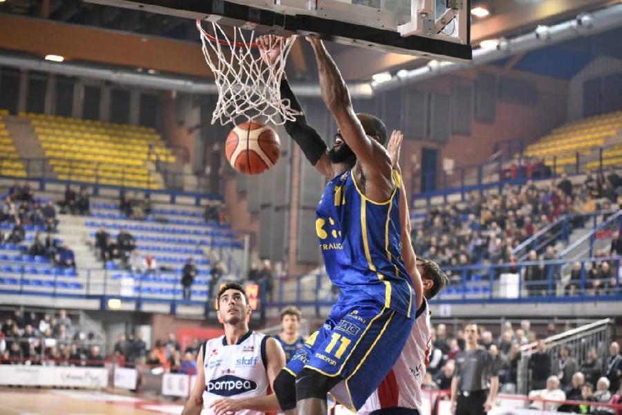 https://www.basketmarche.it/immagini_articoli/23-12-2018/sprint-sorride-poderosa-montegranaro-mantova-espugnata-terzo-posto-agganciato-600.jpg