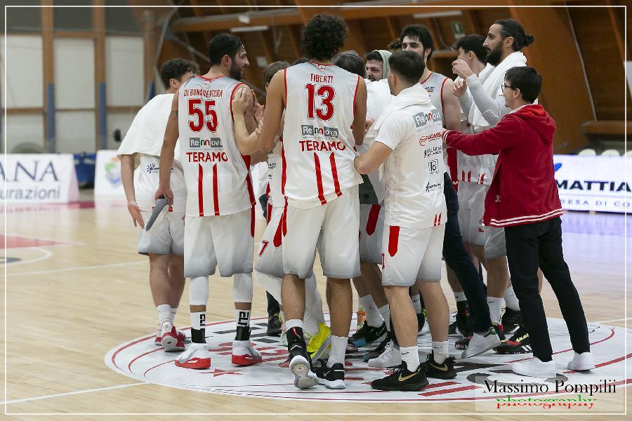 https://www.basketmarche.it/immagini_articoli/23-12-2020/teramo-coach-stirpe-sutor-abbiamo-ampiamente-meritato-vittoria-600.jpg