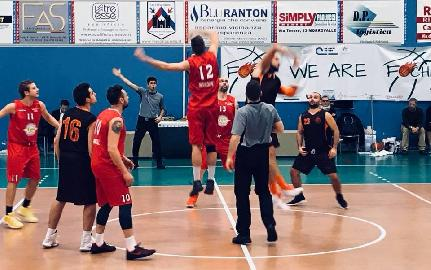 https://www.basketmarche.it/immagini_articoli/24-02-2018/promozione-c-un-super-gasparrini-guida-il-ponte-morrovalle-al-successo-contro-il-san-crispino-270.jpg