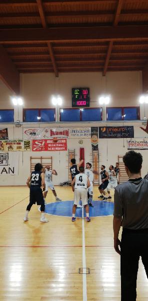 https://www.basketmarche.it/immagini_articoli/24-02-2019/grande-pasquinelli-trascina-montemarciano-rimonta-loreto-pesaro-600.jpg