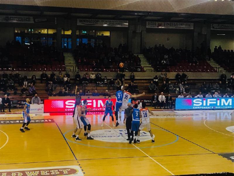 https://www.basketmarche.it/immagini_articoli/24-02-2019/pesante-sconfitta-interna-aurora-jesi-treviso-basket-600.jpg