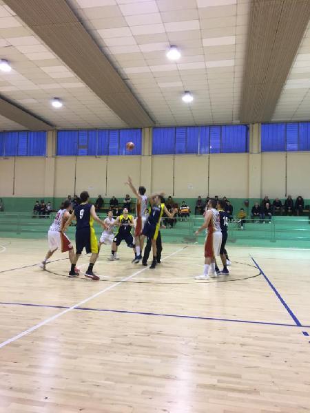 https://www.basketmarche.it/immagini_articoli/24-02-2020/miglior-basket-fanum-stagione-passa-campo-basket-auximum-osimo-600.jpg