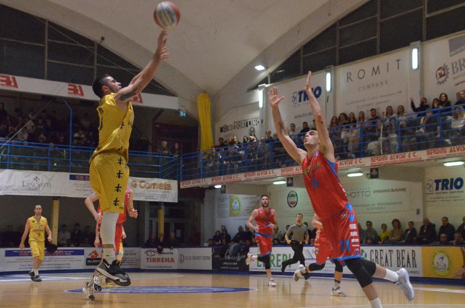 https://www.basketmarche.it/immagini_articoli/24-02-2020/sutor-montegranaro-fallisce-conquista-vittoria-importante-ozzano-600.jpg