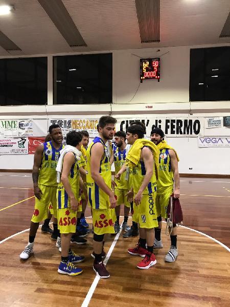 https://www.basketmarche.it/immagini_articoli/24-03-2019/basket-fermo-conquista-sacrata-porto-potenza-quinta-vittoria-consecutiva-600.jpg