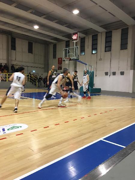 https://www.basketmarche.it/immagini_articoli/24-03-2019/pallacanestro-recanati-espugna-campo-pallacanestro-fermignano-chiude-posto-600.jpg