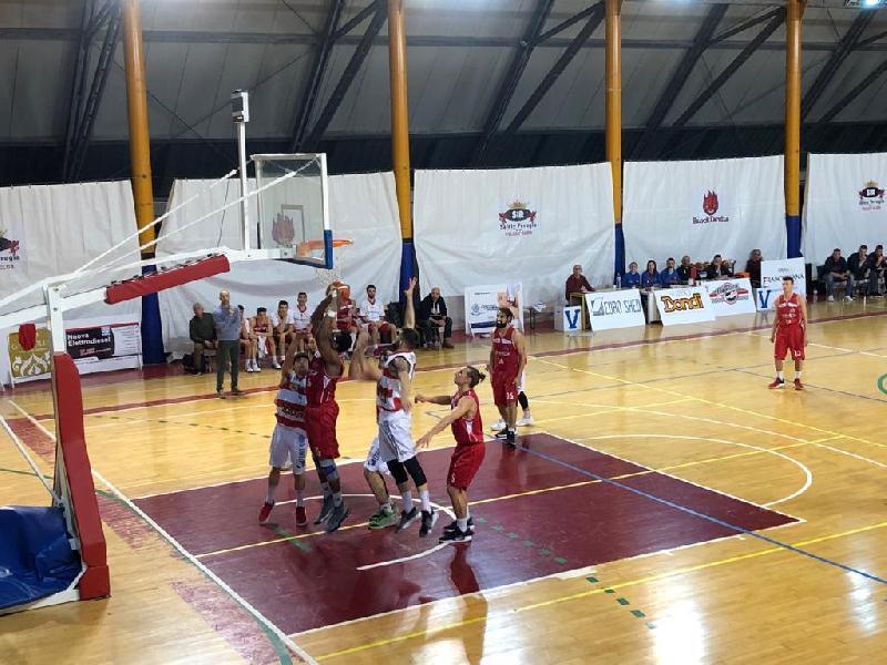 https://www.basketmarche.it/immagini_articoli/24-03-2019/serie-silver-assisi-prima-bene-todi-recanati-tolentino-marino-taurus-playoff-600.jpg