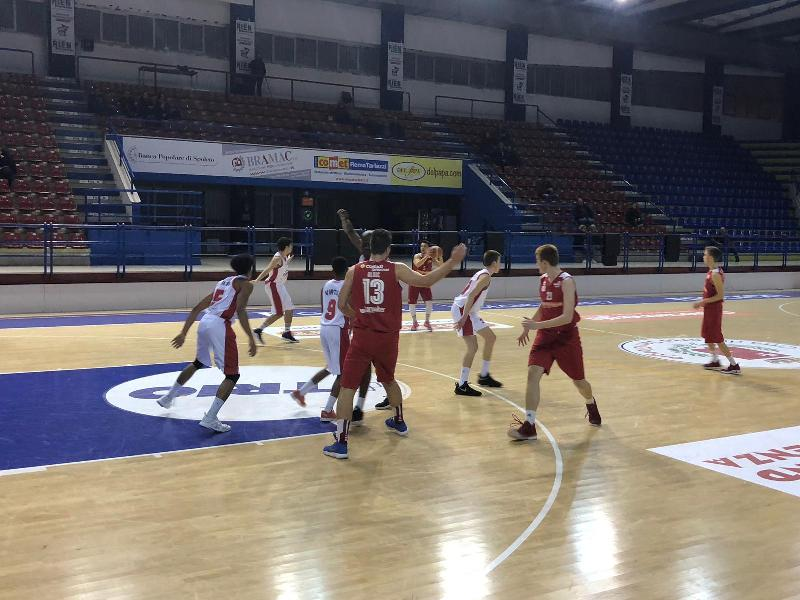 https://www.basketmarche.it/immagini_articoli/24-03-2019/serie-silver-tasp-seconda-chieti-conquista-playoff-vittorie-vasto-torre-spes-600.jpg