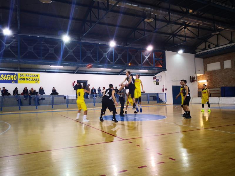 https://www.basketmarche.it/immagini_articoli/24-03-2019/supplementare-sorride-castelfidardo-sfida-camb-montecchio-600.jpg