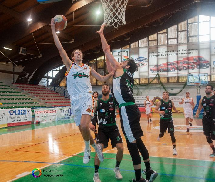 https://www.basketmarche.it/immagini_articoli/24-04-2021/giulia-basket-giulianova-cerca-vittoria-consecutiva-campo-pallacanestro-senigallia-600.jpg