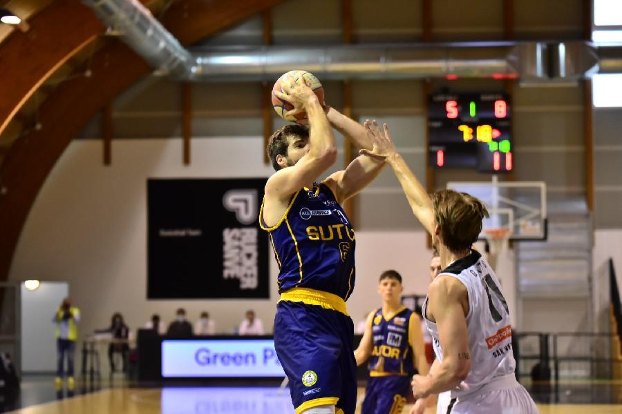https://www.basketmarche.it/immagini_articoli/24-04-2021/niente-fare-buona-sutor-montegranaro-campo-rucker-vendemiano-600.jpg